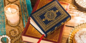Q 300x152 - عکس قرآن با کیفیت بالا همراه با شمع و تسبیح تصویر با کیفیت ماه مبارک رمضان + قرآن کریم