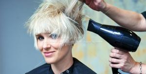Beauty 1221 300x152 - عکس خانم با موهای زیبا و در حال سشوار کردن مو + سشوار برای سالن های ارایشی