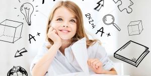 261 8 JPG 7000x5000 300dpi 300x152 - عکس های با کیفیت کودک دختر در حال مطالعه ، تفکر و کار با لب تاپ با زمینه آیکون های آموزشی