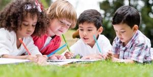 265 1 JPG 6500x4200 300dpi 300x152 - عکس با کیفیت کودکان در فضای سبز در حال نقاشی ، رنگ آمیزی و نوشتن