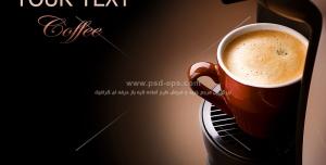 عکس با کیفیت فنجان پر از کافی میکس درون قهوه جوش