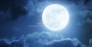 عکس با کیفیت تصویر شب مهتابی با ماه کامل و درخشان در بین ابرهای آسمان