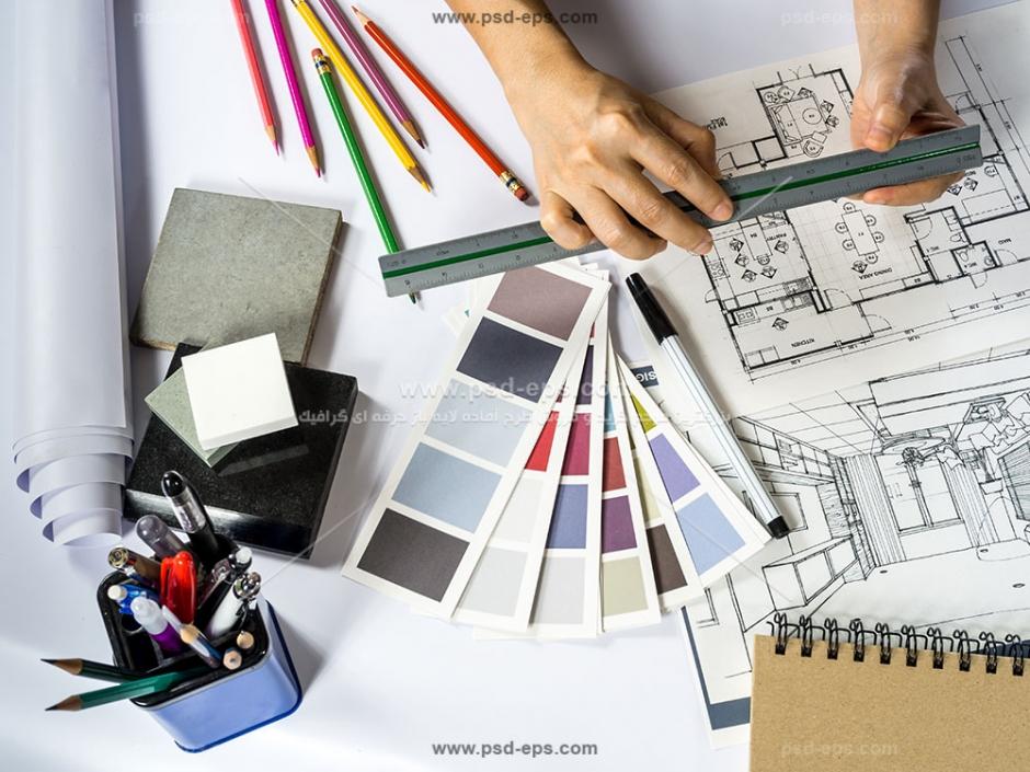 عکس با کیفیت مهندس معمار در حال طراحی و کشیدن نقشه و طرح ساختمان یا آپارتمان یا برج مسکونی