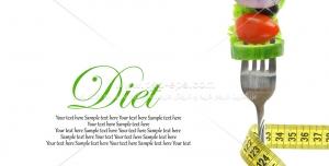 عکس با کیفیت چنگال حاوی سبزیجات و سیفی جات با متر جهت مفهوم رژیم غذایی سبزیجات