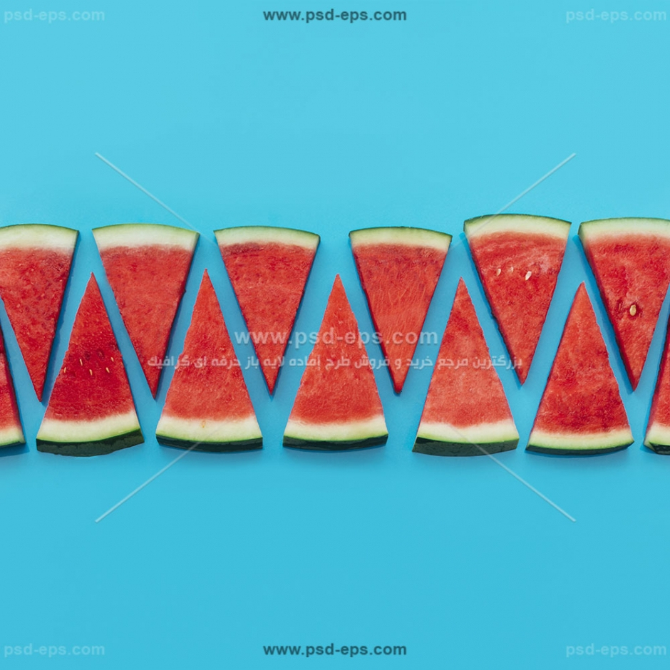 عکس با کیفیت برش های مثلثی هندوانه چیده شده در کنار هم