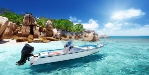 px5 300x152 - عکس و تصویر با کیفیت بالا و زیبای قایق موتوری در نزدیک ساحل دریا