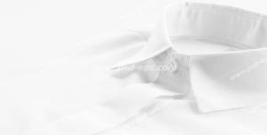 عکس با کیفیت نمای نزدیک از پیراهن سفید مردانه ویژه استفاده در امور تبلیغاتی و تجاری طراحی کاتالوگ ، بروشور و تراکت با موضوع تولیدی لباس و پیراهن مردانه و فروش لباس مردانه