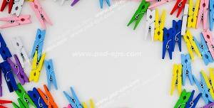 عکس با کیفیت گیره های رنگارنگ لباس بر روی زمینه سفید رنگ ویژه استفاده در امور تبلیغاتی و تجاری طراحی کاتالوگ ، بروشور و تراکت با موضوع شستشوی لباس و مورد استفاده شرکت های نظافتی یا تولیدکنندگان مواد شوینده و پودر ماشین لباسشویی