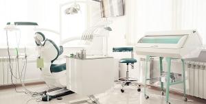 عکس با کیفیت مطب مدرن دندان پزشکی با کلیه ابزارهای دندان پزشکی به روز