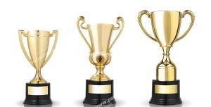 عکس با کیفیت سه عدد کاپ طلایی قهرمانی با زمینه سفید