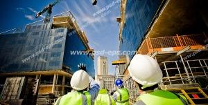 عکس با کیفیت مهندسین معماری در حال مدیریت و بررسی کار تاور کرین ، بتن ریزی و اسکلت بندی ساختمان ها