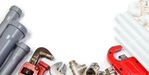 عکس با کیفیت لوله ها و اتصالات پلاستیکی آب به همراه ابزارها و آچارها