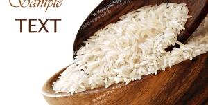 عکس با کیفیت دو ظرف بزرگ چوبی حاوی برنج خام با زمینه سفید