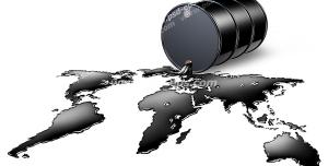 عکس با کیفیت نمادین تاثیر قیمت نفت بر اقتصاد جهانی با تصویر نفت ریخته شده از بشکه آن و تشکیل نقشه قاره ها