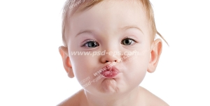 عکس با کیفیت کودکی زیبا و بانمک با موهای بور