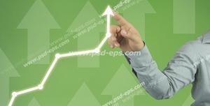 عکس با کیفیت دستی در حال کشیدن نمودار رشد اقتصادی یا رشد سرمایه و سود در بازاریابی رو به بالا