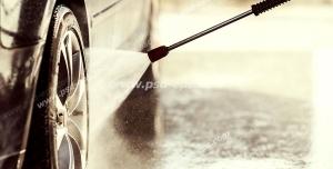 عکس با کیفیت شستشوی تایر و لاستیک خودرو با کارواش خانگی