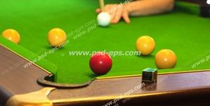 عکس با کیفیت بازی بیلیارد و بازیکن بیلیارد در حال ضربه زدن به توپ پیتوک