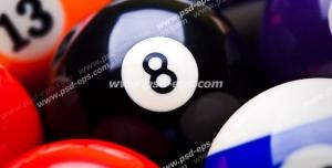عکس با کیفیت نمای نزدیک از توپ های رنگارنگ بیلیارد با با شماره های مختلف