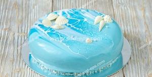 عکس با کیفیت خامه ای با روکش رنگی به شکل ابر و باد به رنگ آبی و تزئین با خامه به شکل صدف