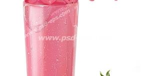 عکس با کیفیت توت فرنگی های غوطه ور در یک لیوان شیر توت فرنگی