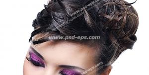 عکس با کیفیت چهره بانویی از نمای نزدیک با میکاپ و موهایی شینیون شده