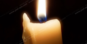 عکس با کیفیت شمع روشن و در حال آب شدن با زمینه قهوه ای رنگ