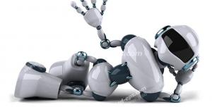 عکس با کیفیت ربات انسان نمای دراز کشیده در حال دست تکان دادن
