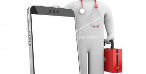 عکس با کیفیت گوشی تلفن همراه در دست آدمک پزشک با جعبه امداد