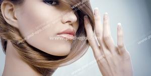 عکس با کیفیت بانویی با موهای بلوند و آرایش لایت مورد استفاده سالن های زیبایی بانوان