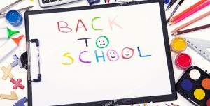 عکس با کیفیت انواع لوازم التحریر از جمله مداد و آبرنگ و پاکن و... در اطراف کلاسوری با متن Back To School