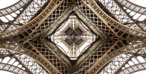عکس با کیفیت دیوارپوش سه بعدی یا تابلو دیواری سه بعدی با طرح برج ایفل پاریس از نما و زاویه زیر یا پایین