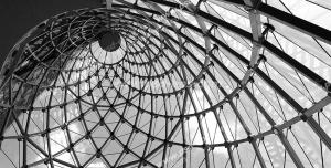 عکس با کیفیت دیوارپوش سه بعدی یا پس زمینه رندر سه بعدی با طرح سقفی با اتصالات فلزی از نما و زاویه پایین