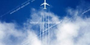 عکس با کیفیت نمای پایین از پرواز هواپیمایی با دنباله خطوط سفید از میان ابرها به سمت آسمان آبی