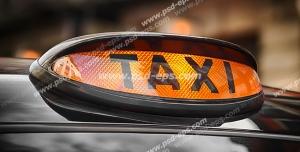 عکس با کیفیت علامت زیبای کابین بر روی خودروی لوکس تاکسی آنلاین