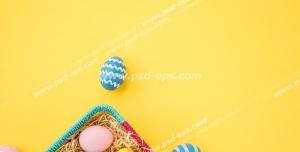عکس با کیفیت سبد پر از تخم مرغ های رنگی مناسب سفره هفت سین عید نوروز بر روی زمینه زرد رنگ
