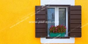 عکس با کیفیت تبلیغاتی پنجره زیبا با حفاظ چوبی روی دیوار زرد