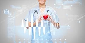 عکس با کیفیت تبلیغاتی پزشک خانم با قلب در دست