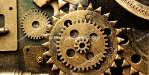 عکس با کیفیت تبلیغاتی یک چرخ دنده طلایی بزرگ با چرخ دنده های کوچک اطراف آن