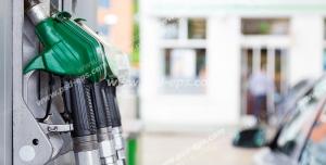 عکس با کیفیت تبلیغاتی جایگاه سوخت و نمای نزدیک سه نازل سوخت