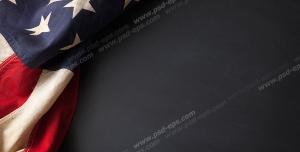 عکس با کیفیت تبلیغاتی پرچم آمریکا چین خورده قرار گرفته در سمت چپ کادر عکس