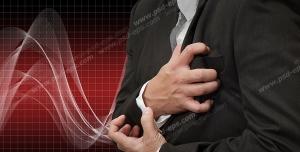 عکس با کیفیت تبلیغاتی مرد با درد قلب شدید