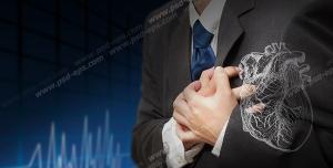 عکس با کیفیت تبلیغاتی مردی که در ناحیه قلب احساس درد میکند