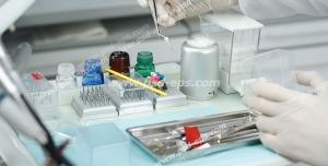 عکس با کیفیت تبلیغاتی دندان پزشک و ابزار دندان پزشکی