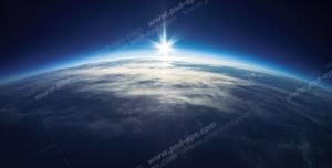 عکس با کیفیت تبلیغاتی ستاره درخشان در پشت کره زمین