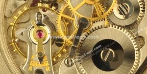 عکس با کیفیت تبلیغاتی موتور و چرخ دنده های داخل ساعت