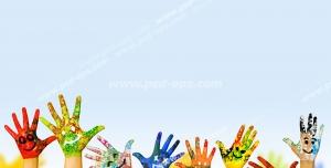 عکس با کیفیت تبلیغاتی دست های رنگی با صورتک های خندان