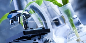 عکس با کیفیت تبلیغاتی میکروسکوپ و گیاه قرار گرفته در بالن