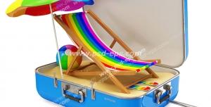 عکس با کیفیت تبلیغاتی صندلی و چتر رنگارنگ در چمدان آبی