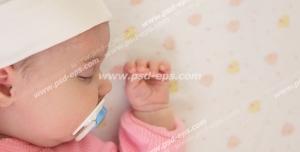 عکس با کیفیت تبلیغاتی نیم رخ نوزاد در خواب